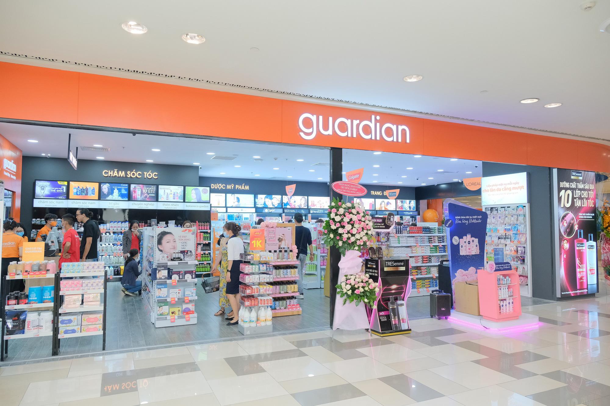Hội chị em xôn xao trước cửa hàng làm đẹp mới của Guardian: Có gì đặc biệt mà gây sốt đến thế? - Ảnh 1.