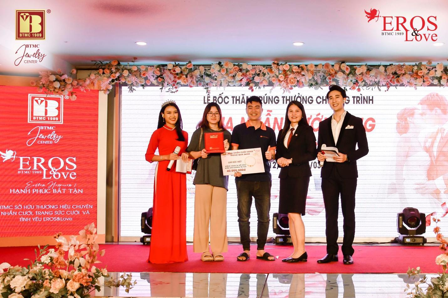 Bảo Tín Minh Châu bốc thăm và trao giải thưởng mùa cưới 2020 - 2021 đợt 2 - Ảnh 2.