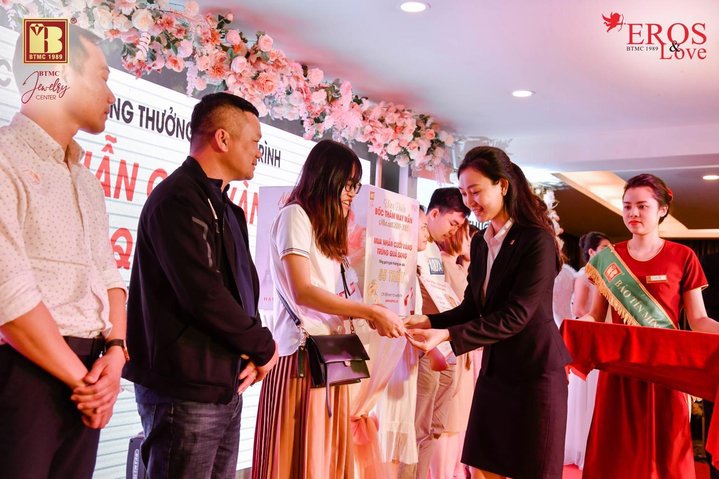 Bảo Tín Minh Châu bốc thăm và trao giải thưởng mùa cưới 2020 - 2021 đợt 2 - Ảnh 5.