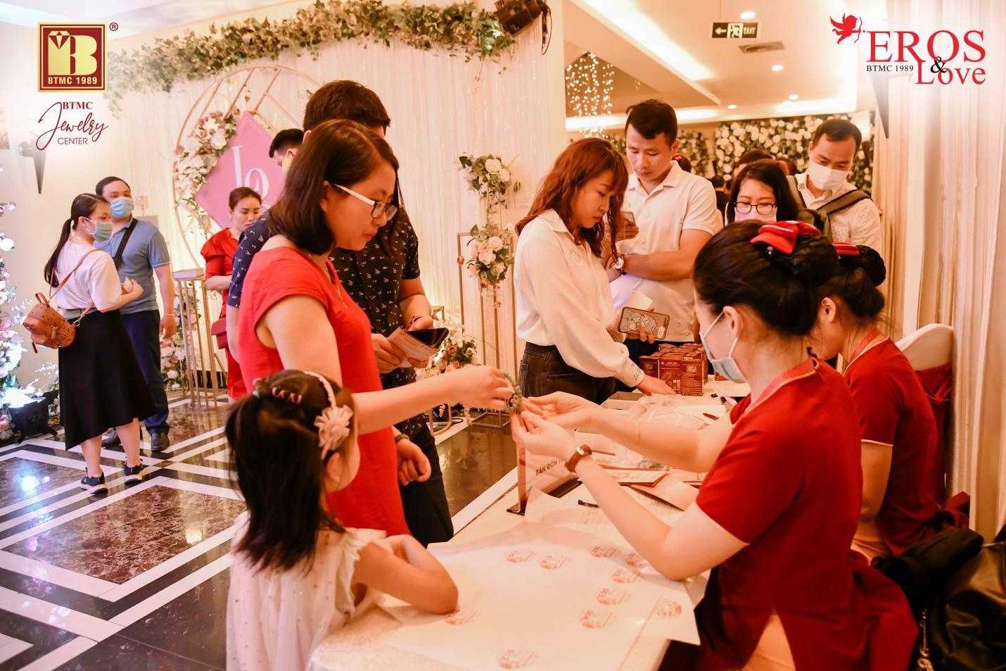 Bảo Tín Minh Châu bốc thăm và trao giải thưởng mùa cưới 2020 - 2021 đợt 2 - Ảnh 6.