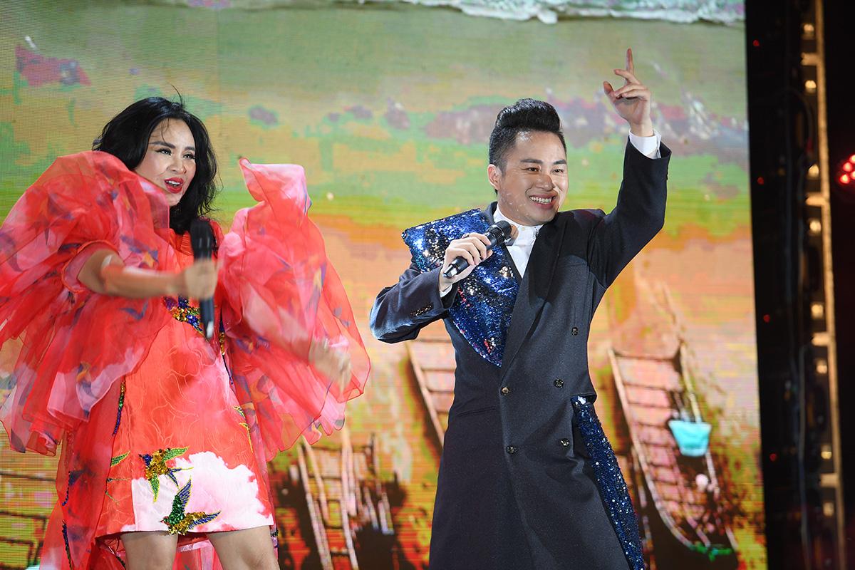 Nhìn biển người tại lễ hội hoa Sầm Sơn, biết ngay điểm ăn chơi cực đã mùa hè này - Ảnh 7.