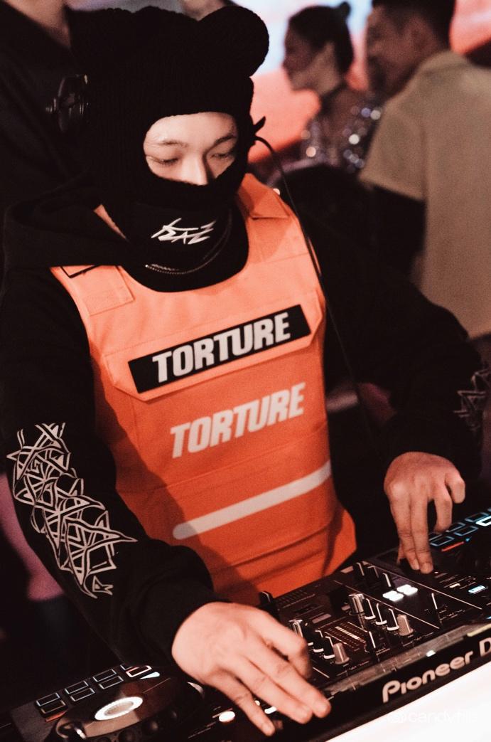 Tâm điểm sự kiện cuối tuần: Xôn xao chàng DJ bí ẩn xuất hiện giữa tiệc sinh nhật đình đám của nàng hot TikToker Lê Bống - Ảnh 4.