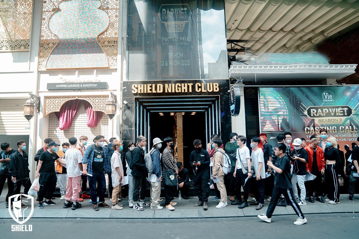 Fan xuýt xoa khi Rap Việt chịu chi, dựng sân khấu đầu tư tại Shield Saigon - Ảnh 1.