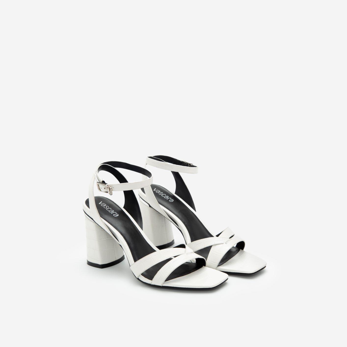 """3 kiểu giày đi muôn nơi, lại còn giúp """"ăn gian"""" chiều cao mà nàng không nên bỏ qua trong mùa hè này - Ảnh 2."""