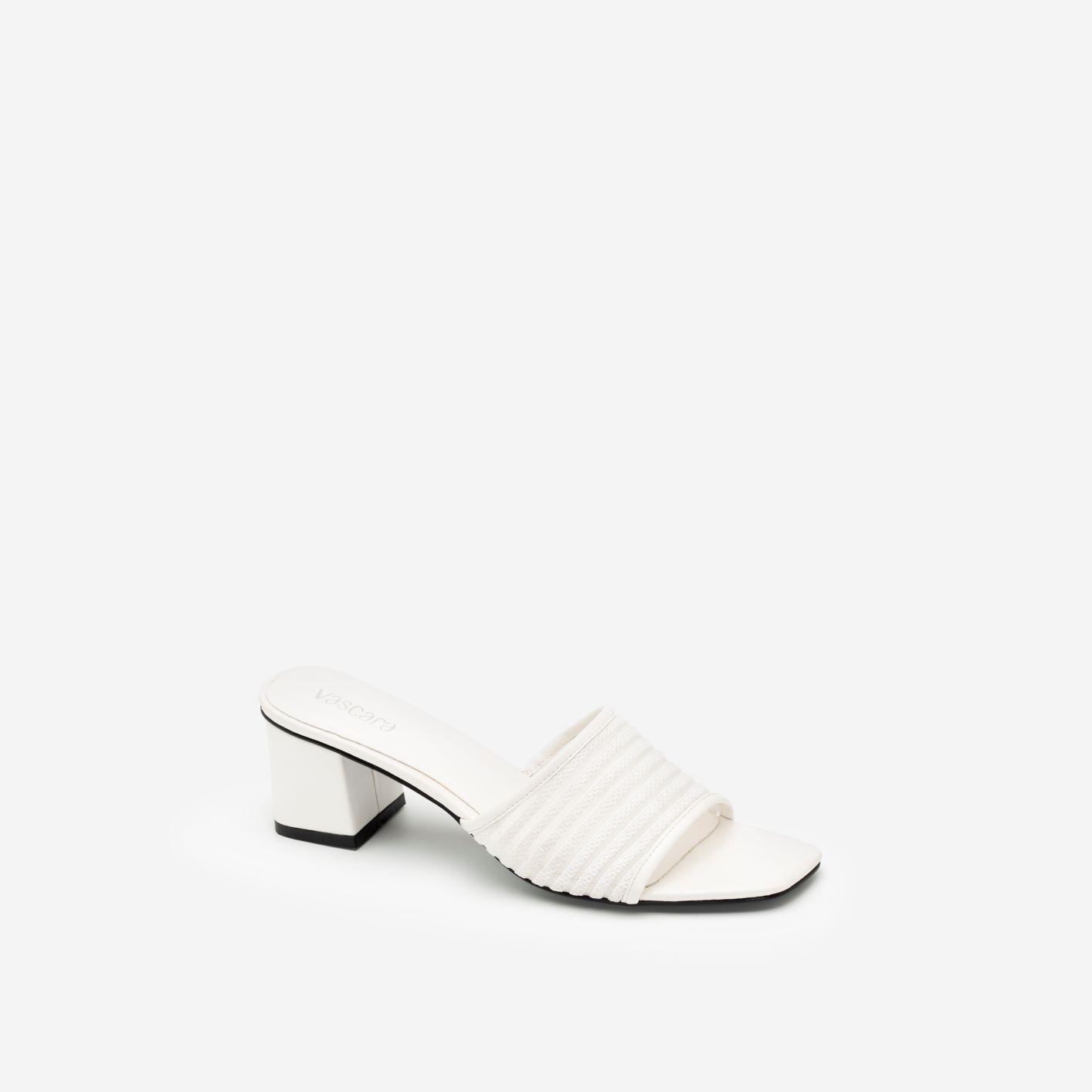 """3 kiểu giày đi muôn nơi, lại còn giúp """"ăn gian"""" chiều cao mà nàng không nên bỏ qua trong mùa hè này - Ảnh 3."""