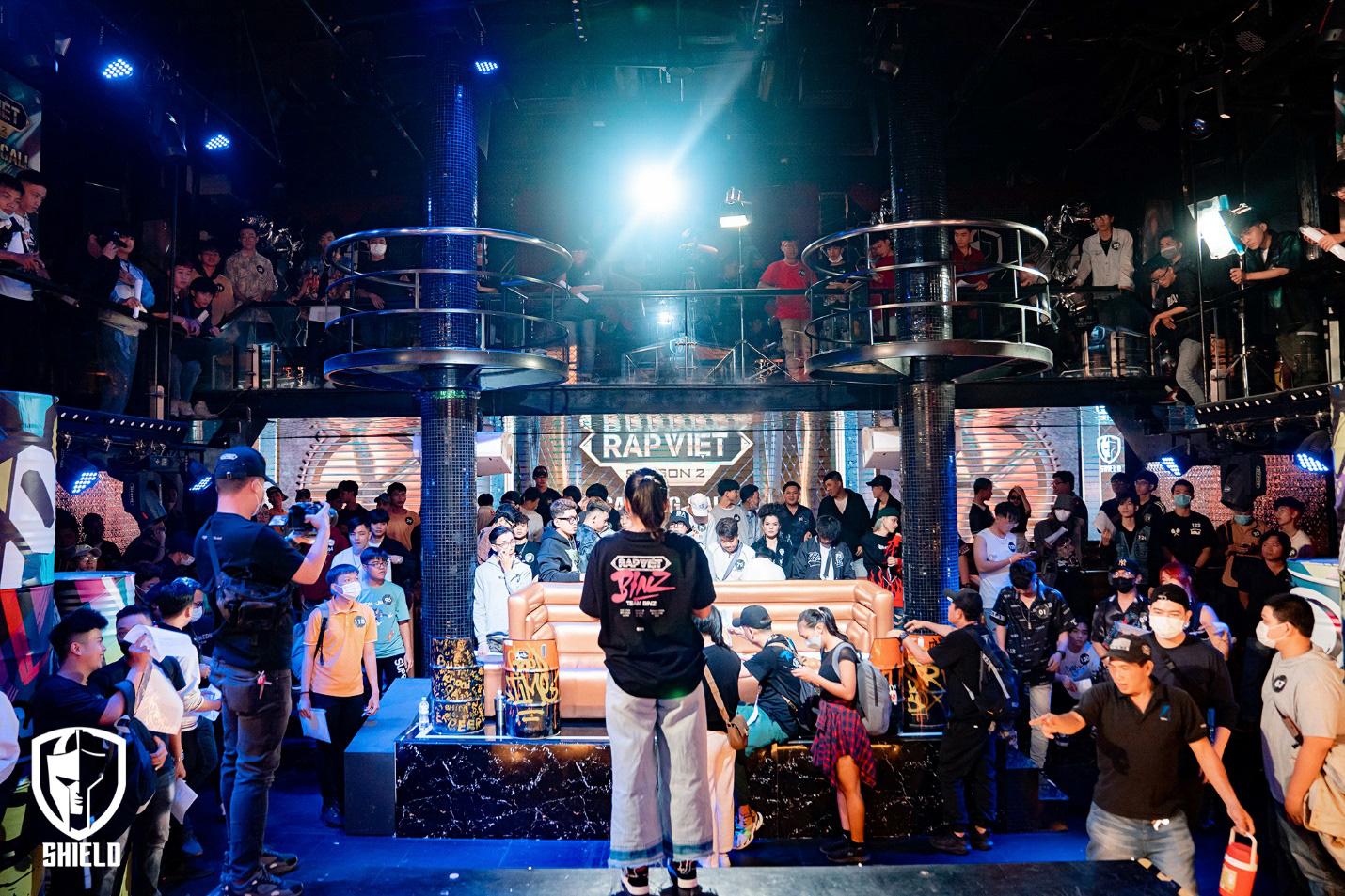 Fan xuýt xoa khi Rap Việt chịu chi, dựng sân khấu đầu tư tại Shield Saigon - Ảnh 4.