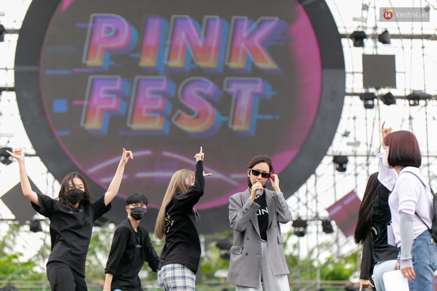 """Trước giờ G Pink Fest: FC Sơn Tùng từ mọi miền đã đổ về Cần Thơ, Min thần thái ngút ngàn, AMEE xinh như một nàng """"công chúa"""" - Ảnh 6."""