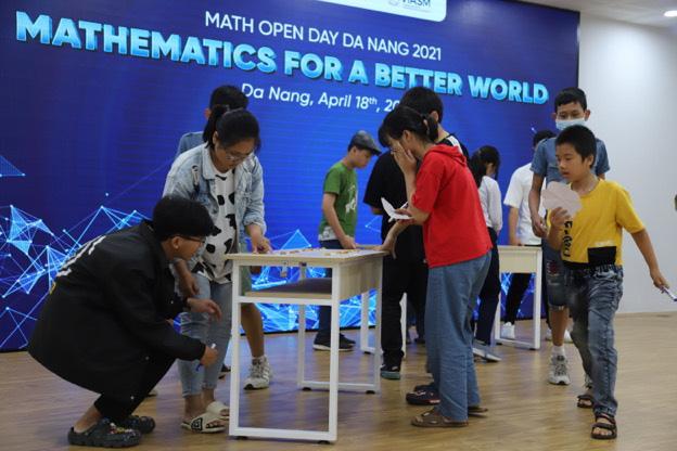 Tái hiện thử thách Siêu Trí Tuệ thế giới, MOD 2021 khiến teen Đà Nẵng căng não tìm lời giải - Ảnh 2.