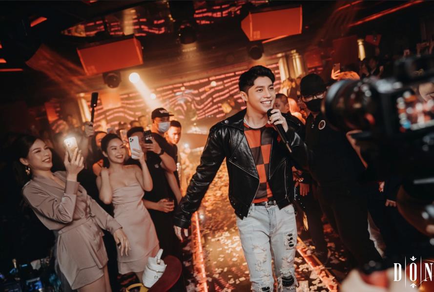 """Noo Phước Thịnh, Hiền Hồ và gia đình Hoa Dâm Bụt """"rực cháy"""" trong Super Show của DON Lounge - Ảnh 1."""