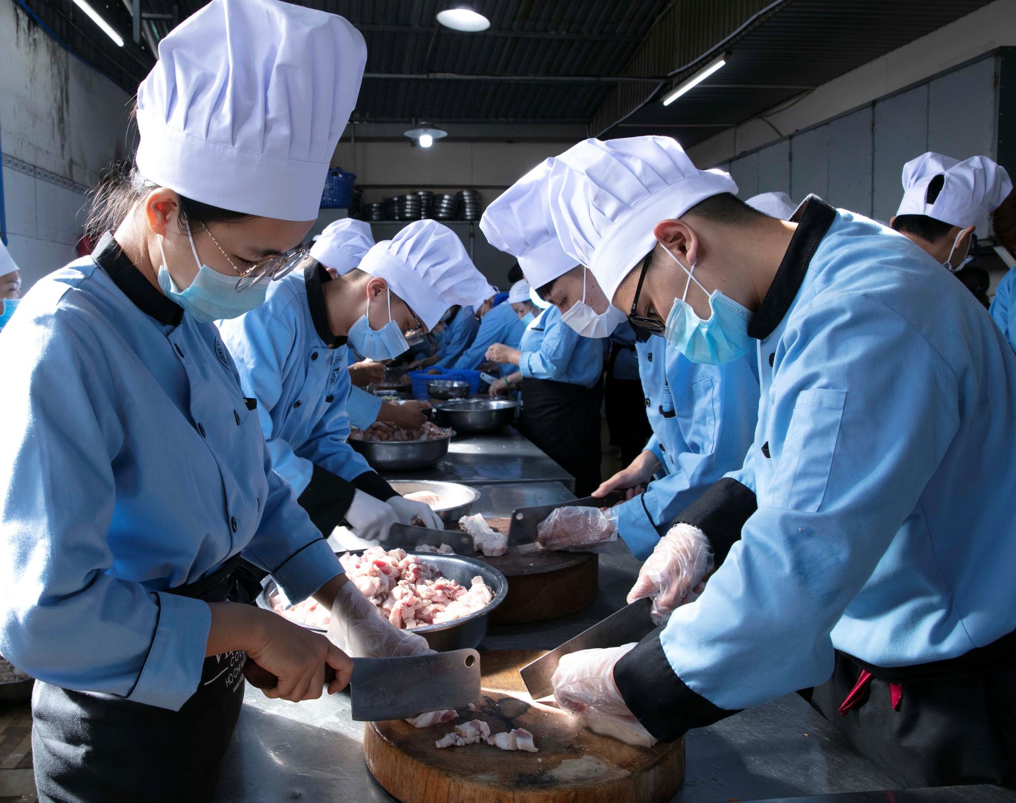 Trường Việt Giao dành 300 chỉ tiêu tuyển sinh vào lớp 10 hệ Trung cấp chính quy - Ảnh 2.