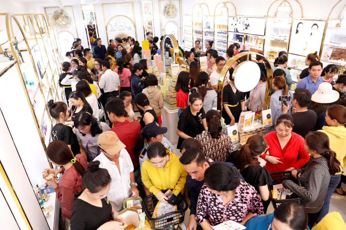 YHL khẳng định sức hút thương hiệu với 12 showroom mỹ phẩm khắp cả nước - Ảnh 2.