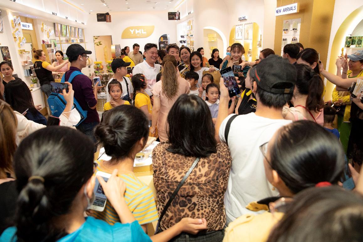 YHL khẳng định sức hút thương hiệu với 12 showroom mỹ phẩm khắp cả nước - Ảnh 3.