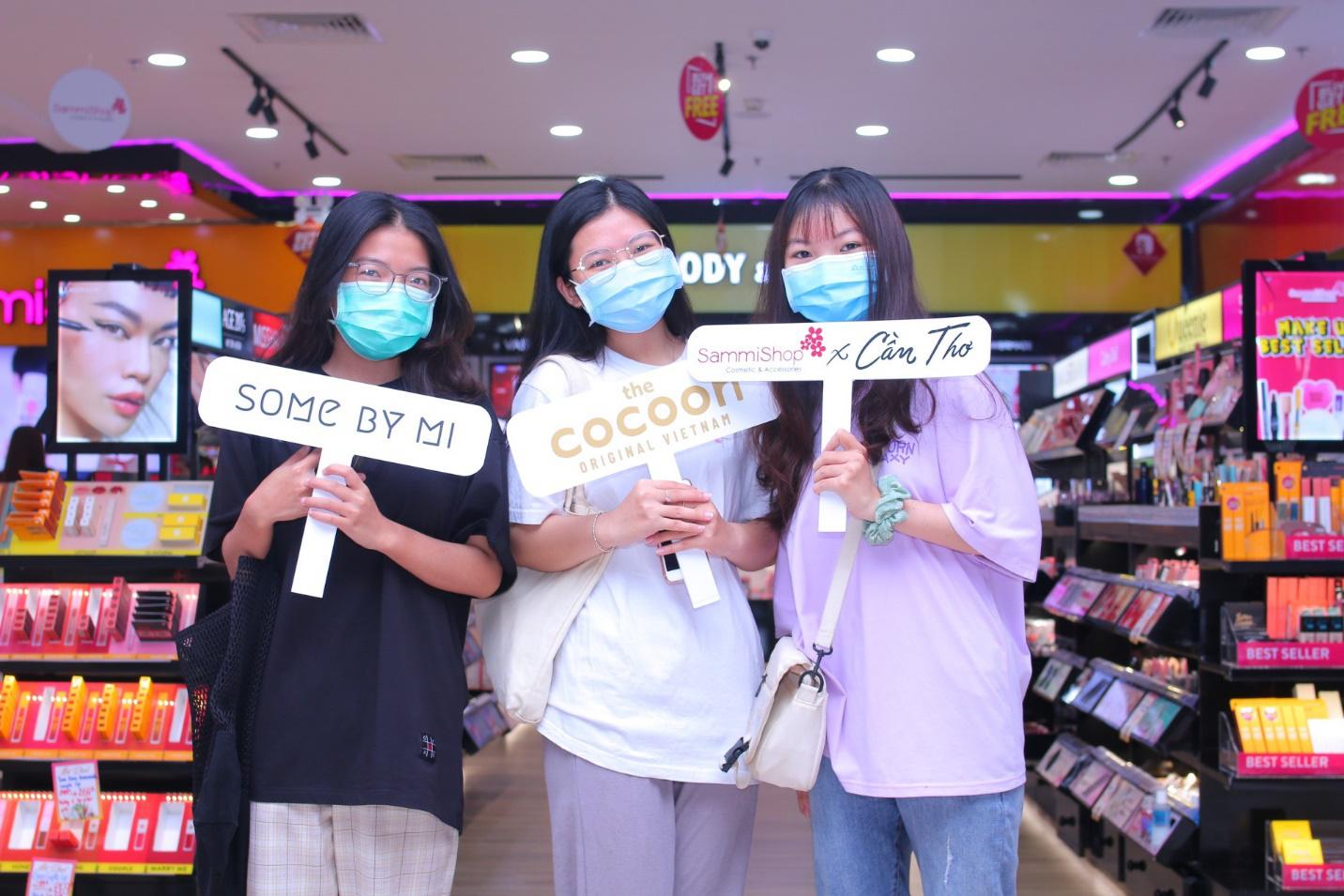 """Sammi Shop khiến giới trẻ """"phấn khích"""" trước loạt khuyến mãi mua 1 tặng 1 nhân dịp khai trương 2 cửa hàng mới tại Vincom - Ảnh 5."""