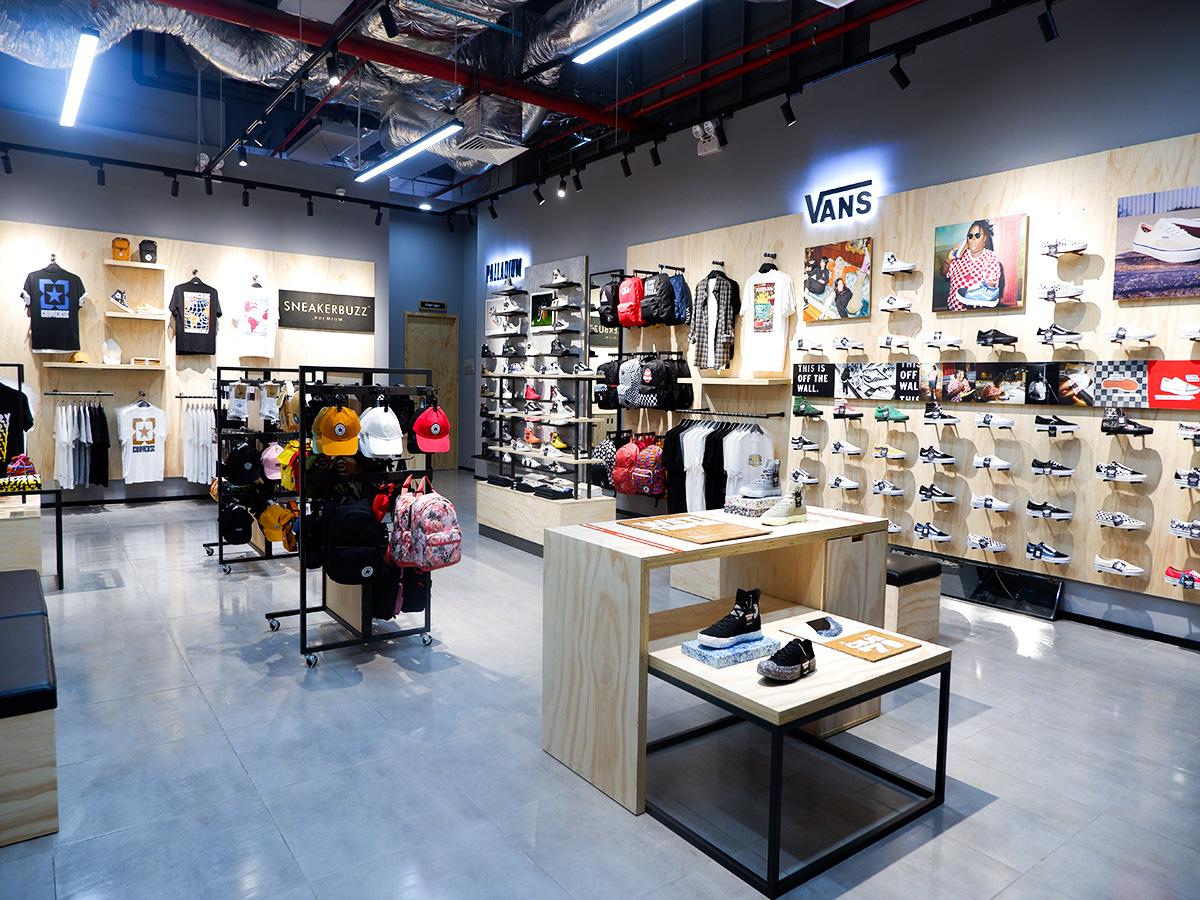 """Khám phá ngay không gian mua sắm """"sang xịn mịn"""" Premium Store của Sneaker Buzz vừa chính thức có mặt tại Hà Nội - Ảnh 2."""