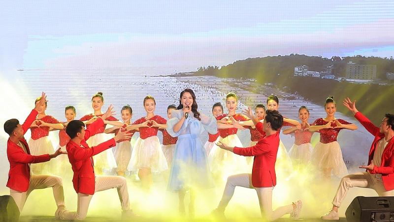 Sau Sầm Sơn, dân tình rần rần chuẩn bị quẩy cùng lễ hội hoa, đêm nhạc cực đỉnh ở Hạ Long - Ảnh 3.