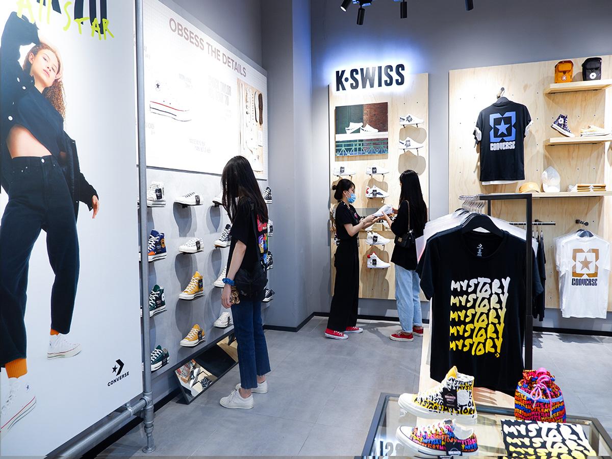 """Khám phá ngay không gian mua sắm """"sang xịn mịn"""" Premium Store của Sneaker Buzz vừa chính thức có mặt tại Hà Nội - Ảnh 3."""