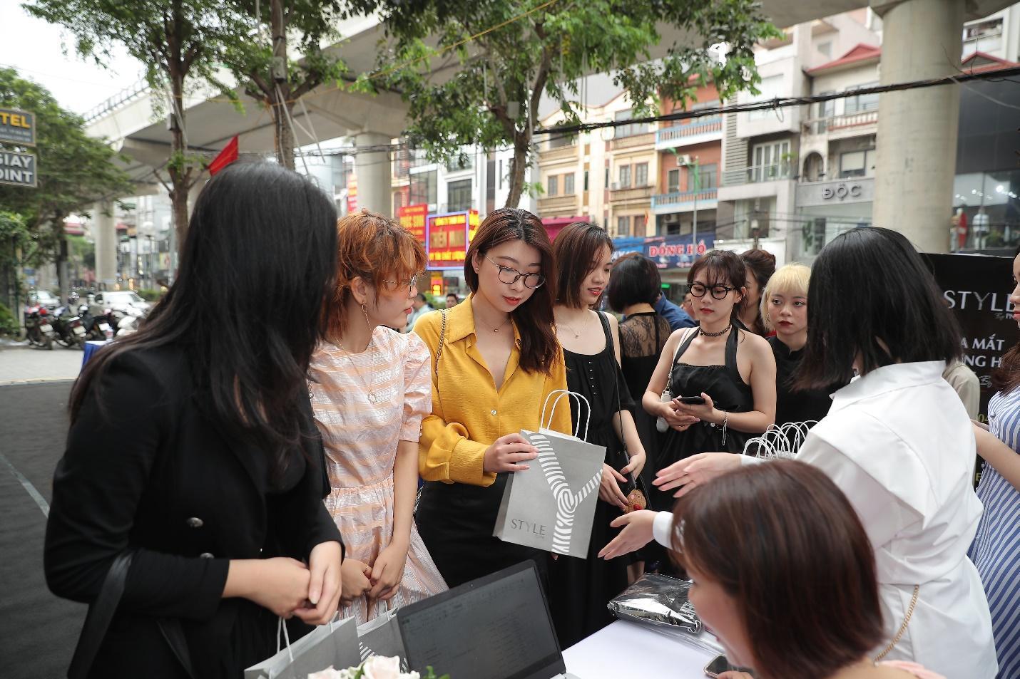 Chuyện gì đây? Giới trẻ Hà thành đồng loạt check-in STYLE by PNJ tại Hà Nội - Ảnh 2.