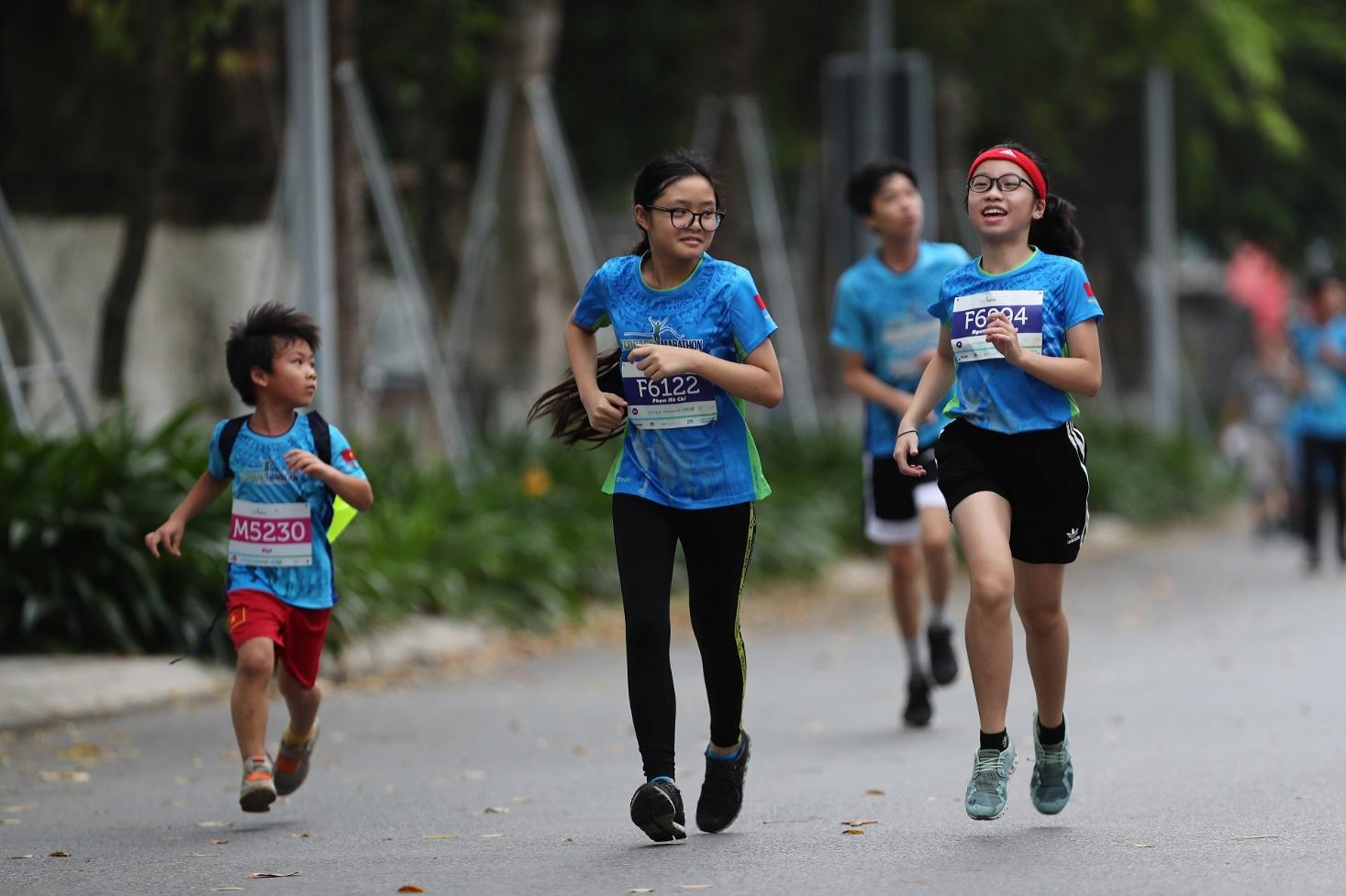 Những chân chạy nhí ở Ecopark Marathon 2021 - Ảnh 2.