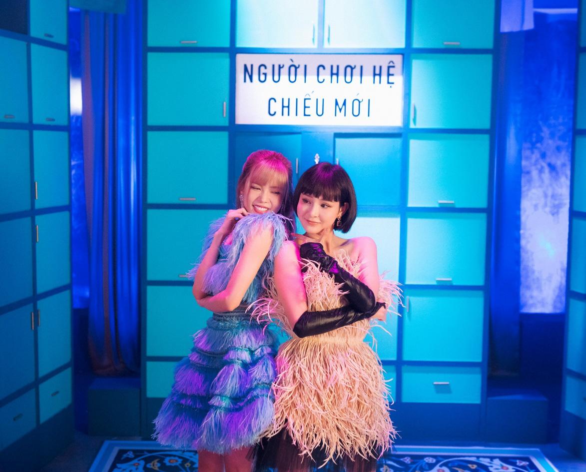 Thiều Bảo Trâm lần đầu song ca cùng Hiền Hồ, chị chị em em khoe visual không kém cạnh nhau trong MV - Ảnh 1.