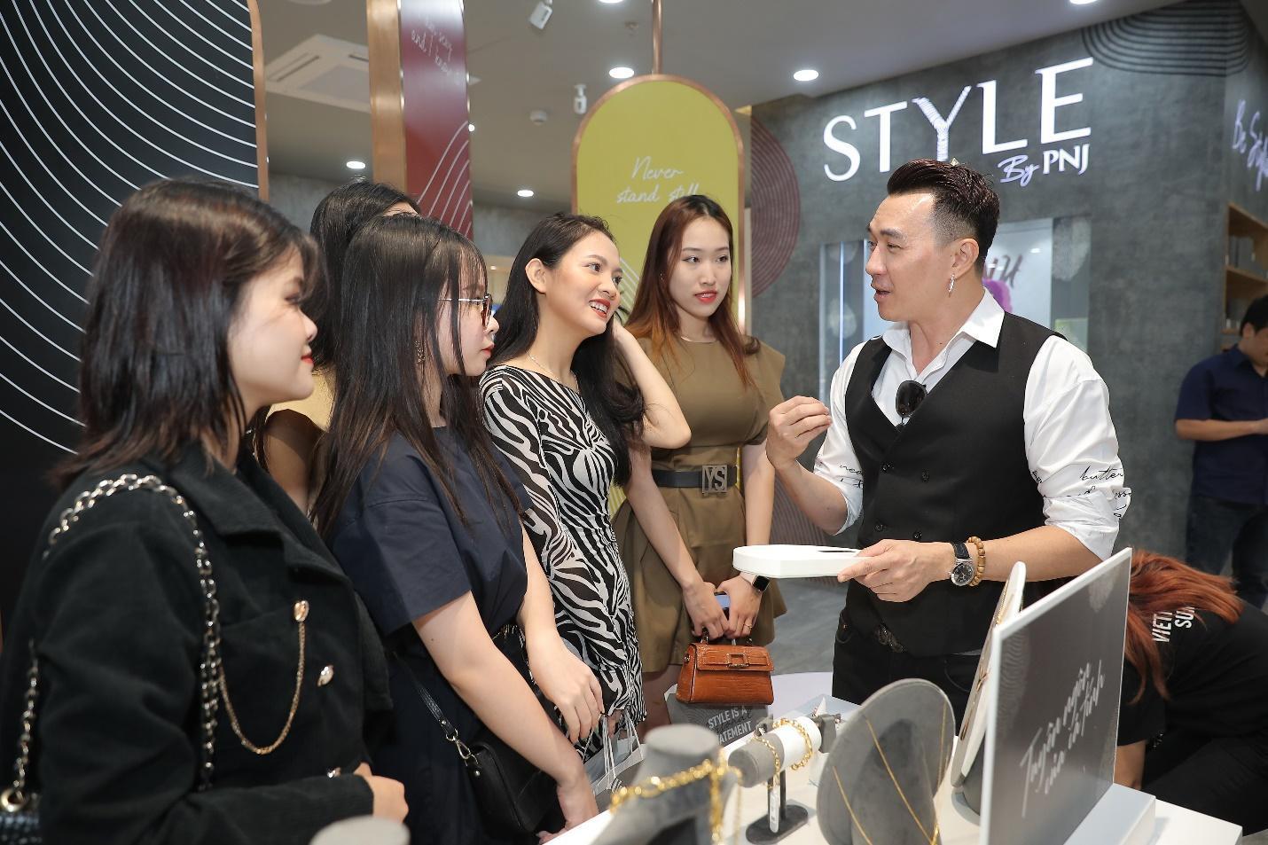 Chuyện gì đây? Giới trẻ Hà thành đồng loạt check-in STYLE by PNJ tại Hà Nội - Ảnh 3.