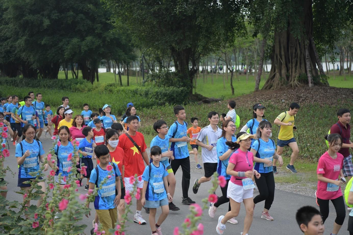 Những chân chạy nhí ở Ecopark Marathon 2021 - Ảnh 3.