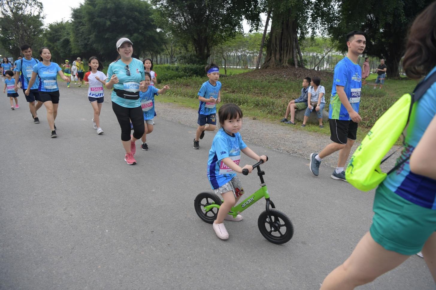 Những chân chạy nhí ở Ecopark Marathon 2021 - Ảnh 4.