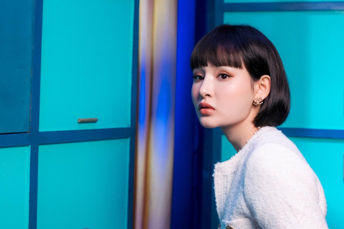 Thiều Bảo Trâm lần đầu song ca cùng Hiền Hồ, chị chị em em khoe visual không kém cạnh nhau trong MV - Ảnh 7.