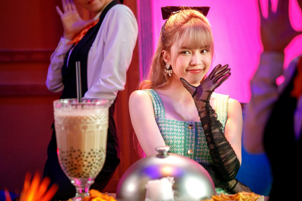 Thiều Bảo Trâm lần đầu song ca cùng Hiền Hồ, chị chị em em khoe visual không kém cạnh nhau trong MV - Ảnh 9.