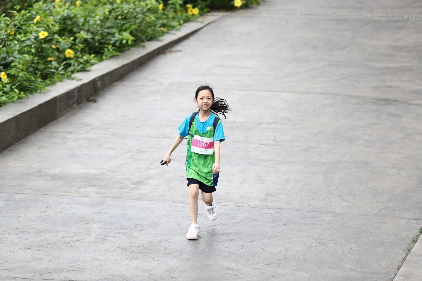Những chân chạy nhí ở Ecopark Marathon 2021 - Ảnh 6.
