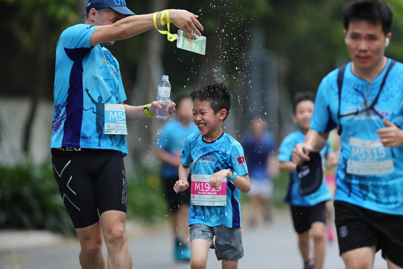 Những chân chạy nhí ở Ecopark Marathon 2021 - Ảnh 8.