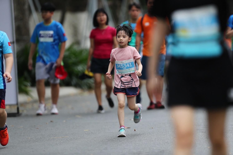 Những chân chạy nhí ở Ecopark Marathon 2021 - Ảnh 9.