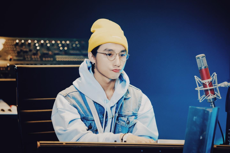 """Sơn Tùng M-TP đẹp trai như """"teen boy mới lớn, """"thả thính"""" fan ngọt thấu tim trong livestream Giật Mình Lần 1 - Ảnh 4."""