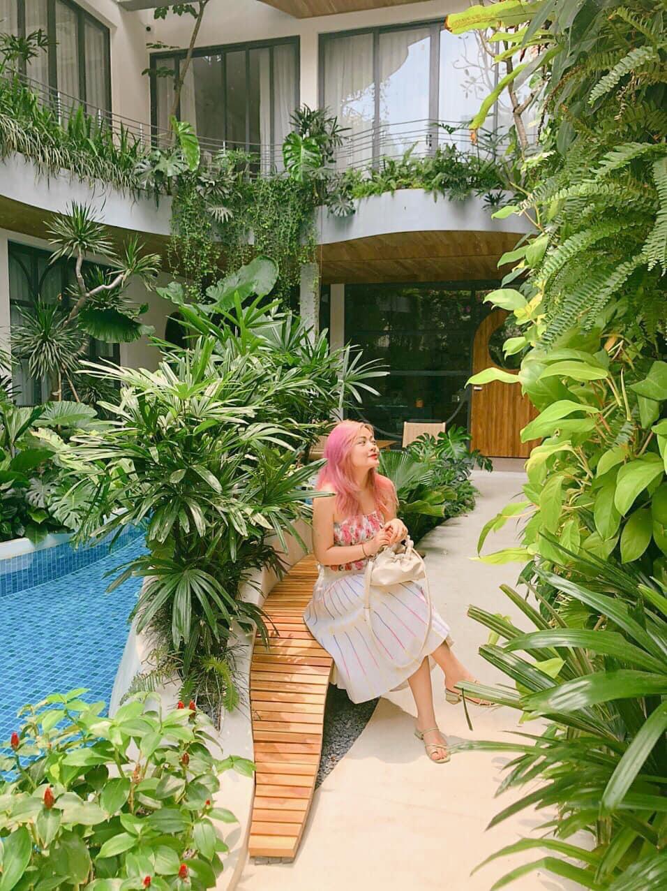 """Xuất hiện khách sạn ngay trung tâm Sài Gòn mà cứ ngỡ là resort nào đó ngoài biển, nhiều góc """"chill"""" xỉu lại chuẩn """"tropical vibe"""" - Ảnh 2."""