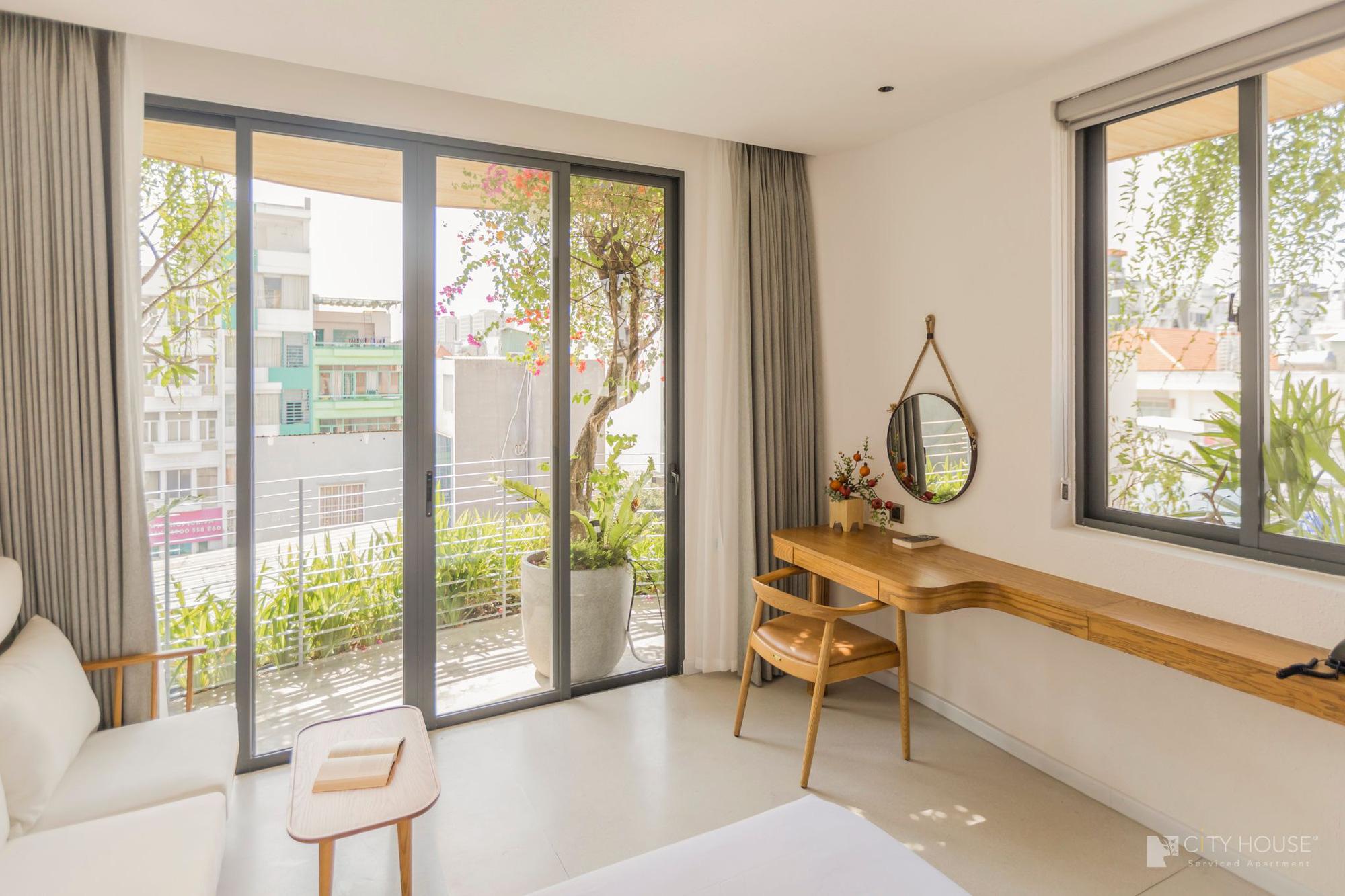 """Xuất hiện khách sạn ngay trung tâm Sài Gòn mà cứ ngỡ là resort nào đó ngoài biển, nhiều góc """"chill"""" xỉu lại chuẩn """"tropical vibe"""" - Ảnh 5."""