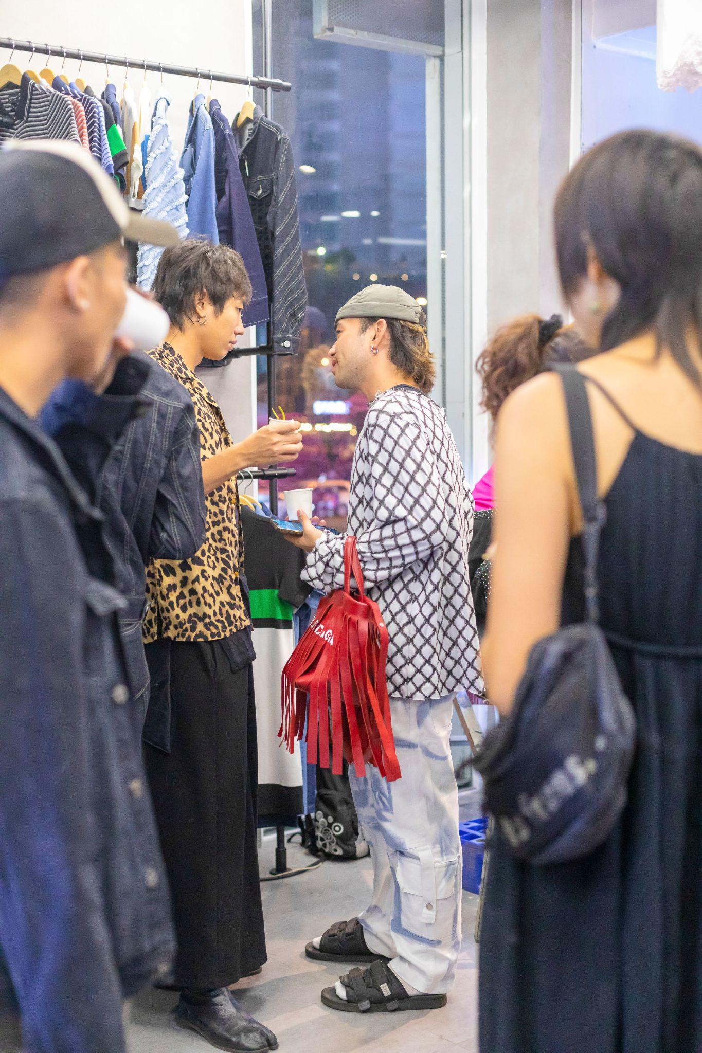 Sự kiện ra mắt BST Nét đẹp lao động của Messi Jeans: Hot fashionista Louis Hà góp mặt, có cả khu vực may túi lấy ngay - Ảnh 7.