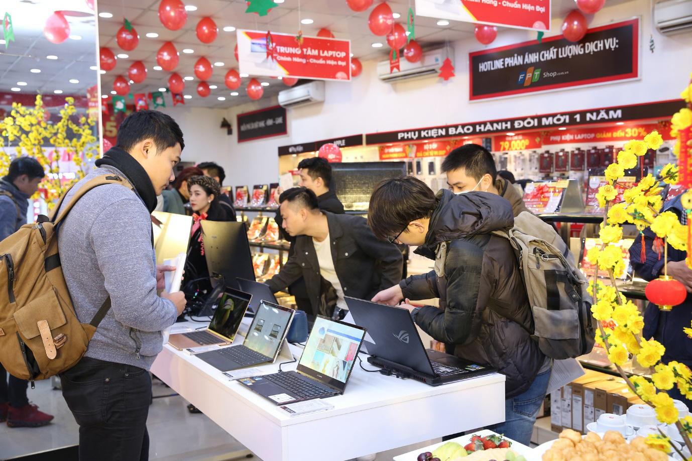 FPT Shop giảm thêm 10% cho hàng loạt laptop, tốc độ tăng trưởng hàng đầu thị trường - Ảnh 2.