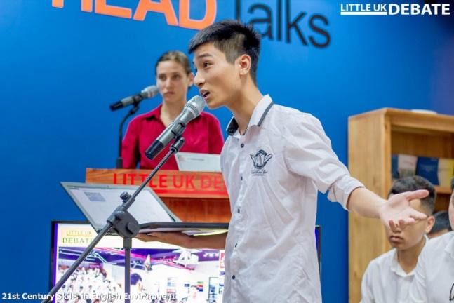 Debate nảy lửa bằng tiếng Anh nhanh như tiếng Việt, sinh viên ĐH FPT khiến bạn bè trầm trồ - Ảnh 2.