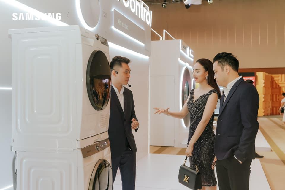 Có gì trong chiếc máy giặt thông minh mới khiến Phạm Quỳnh Anh cho tới vợ chồng đạo diễn Victor Vũ đều mê mẩn? - Ảnh 5.