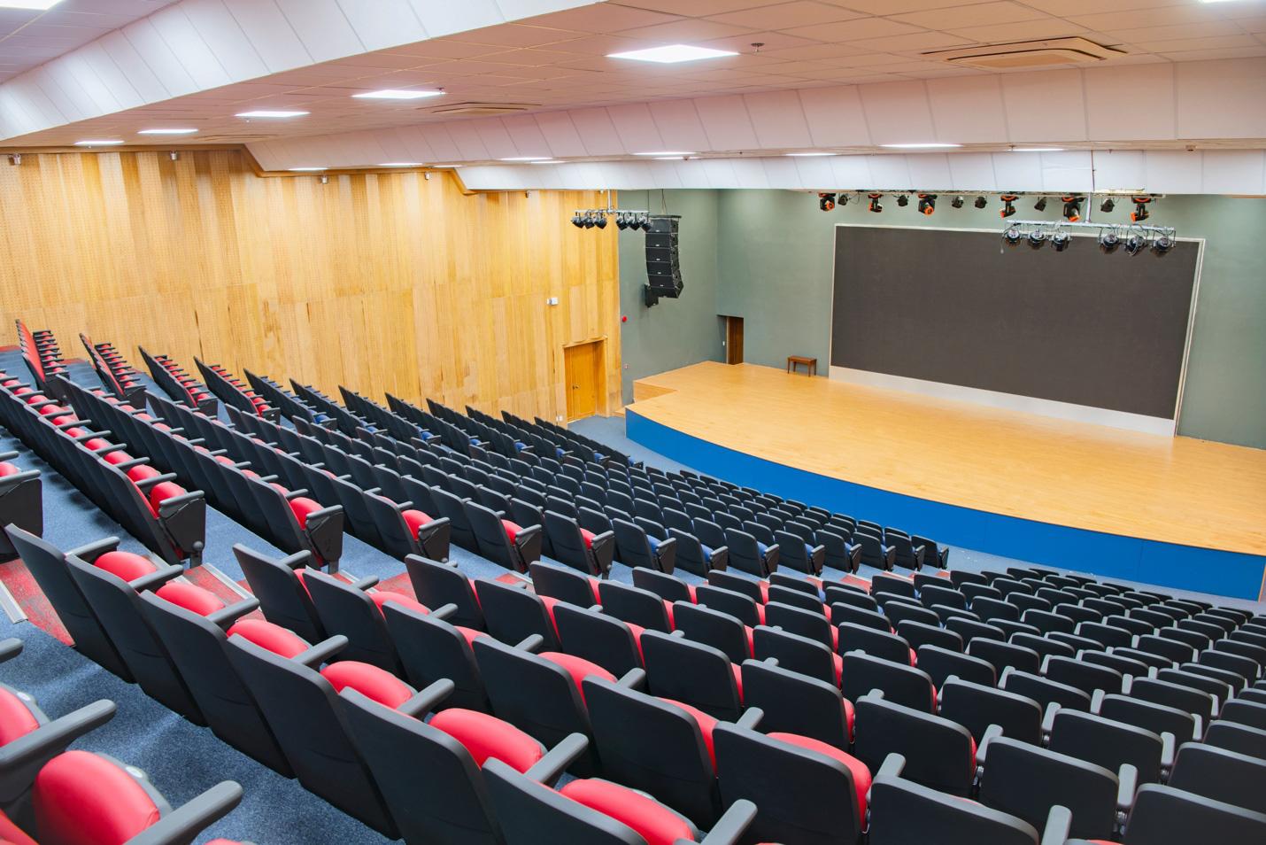 Được ví như ngôi trường trong phim Hollywood, trường Quốc tế The American School (TAS) có cơ sở vật chất khủng thế nào? - Ảnh 2.
