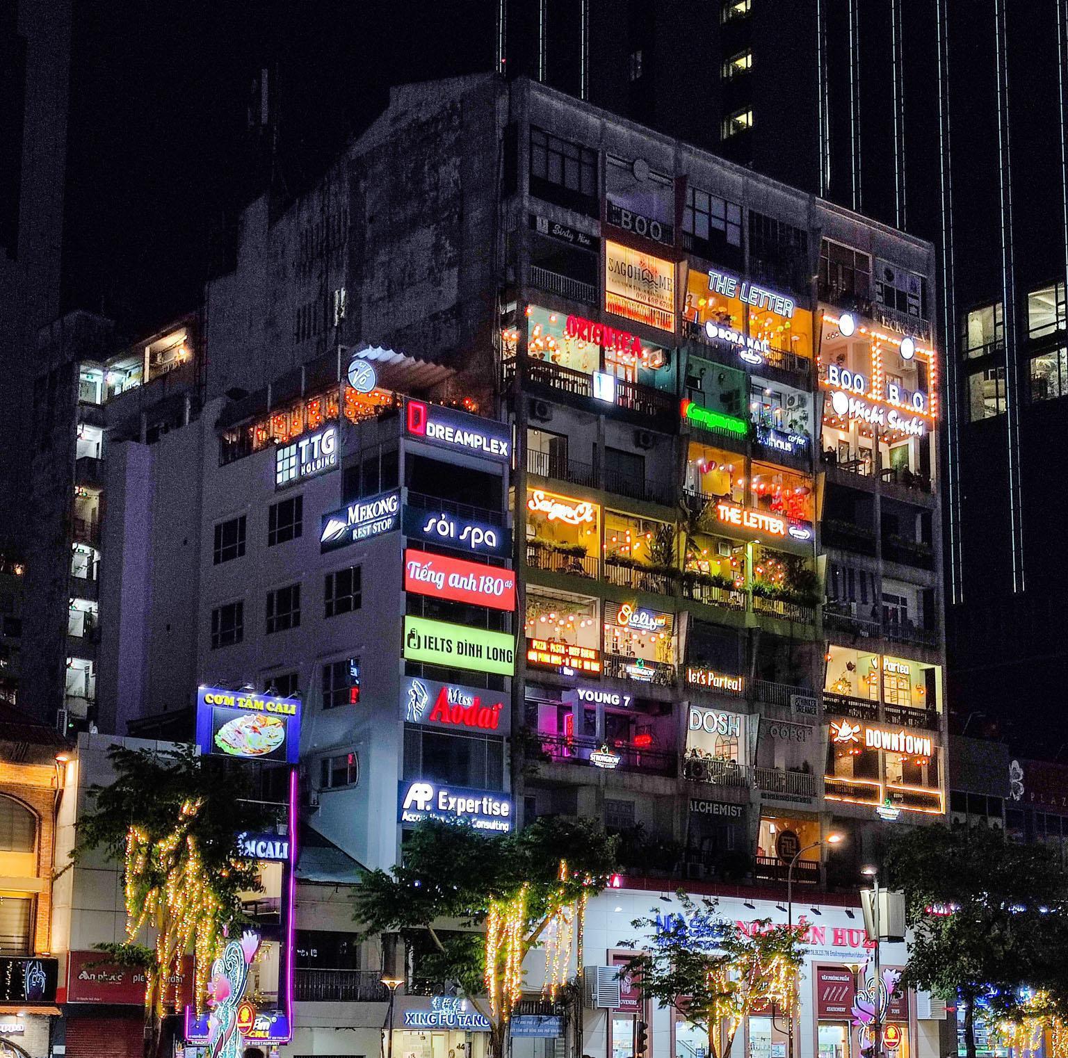 Ngẫu hứng phượt đêm Sài Gòn, hóa ra thành phố này có nhiều góc đậm chất Cinematic đến vậy! - Ảnh 5.