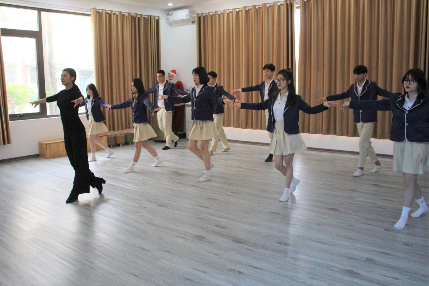 Lớp 10 khởi nghiệp kinh doanh thu hút giới trẻ Hà Nội - Ảnh 2.