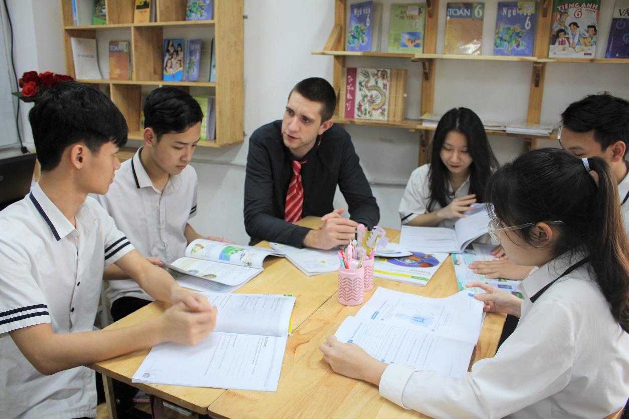 Lớp 10 khởi nghiệp kinh doanh thu hút giới trẻ Hà Nội - Ảnh 3.