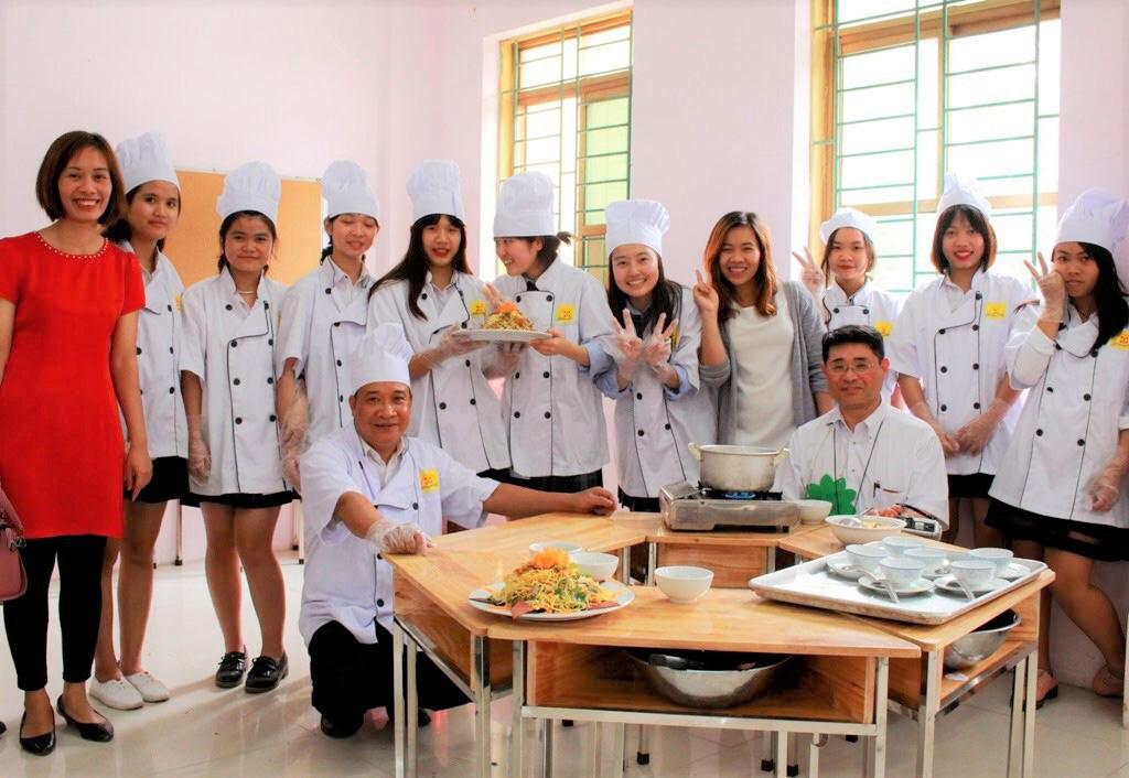 Lớp 10 khởi nghiệp kinh doanh thu hút giới trẻ Hà Nội - Ảnh 4.