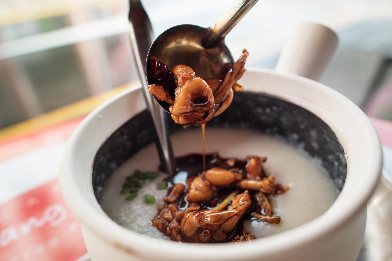 """Siêu mẫu Bằng Lăng """"phải lòng"""" văn hóa ẩm thực độc đáo của Singapore - Ảnh 1."""