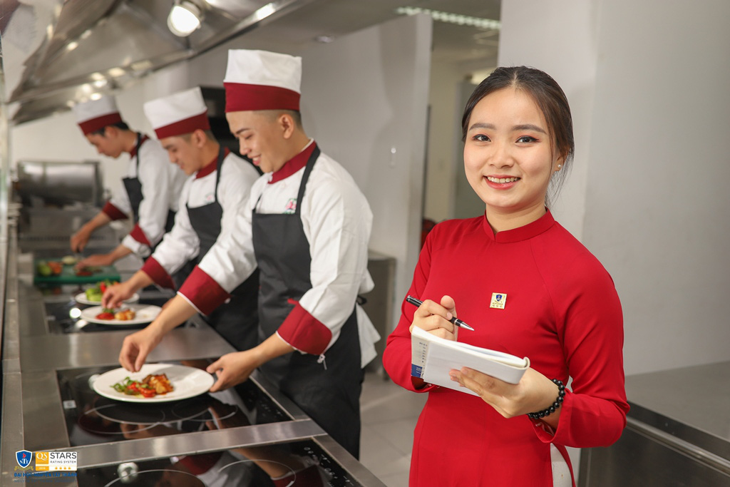 Trường ĐH Nguyễn Tất Thành: Tham gia kiểm định và xếp hạng là để đổi mới, nâng cao vị thế và chất lượng đào tạo - Ảnh 1.