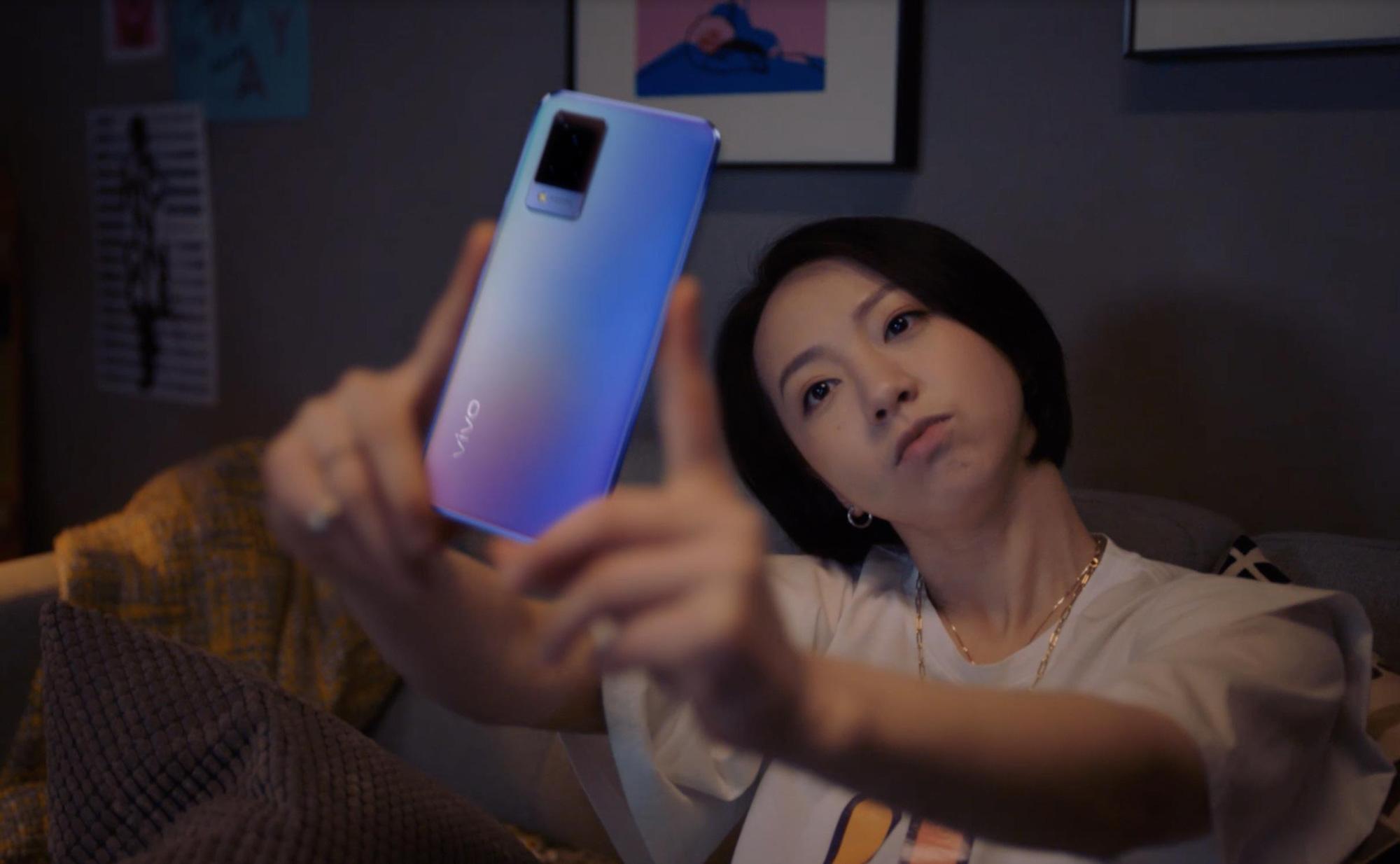 """Tin vui cho tín đồ thích chụp ảnh: Ảnh mờ nhòe, out nét không còn là nỗi bận tâm với """"siêu phẩm selfie"""" vivo V21 5G - Ảnh 2."""