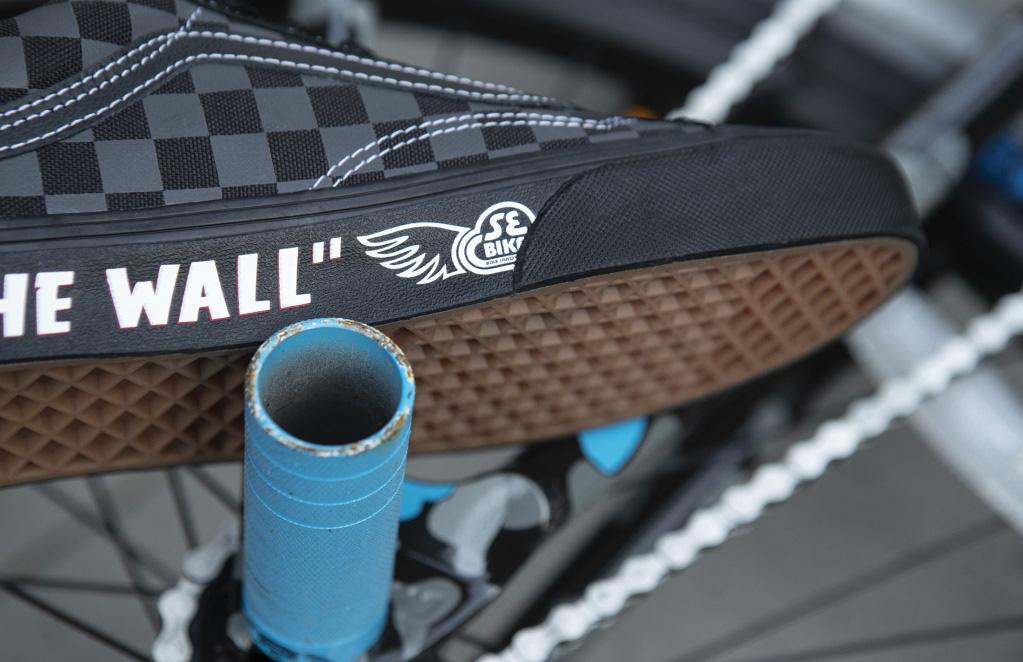 Vans tôn vinh văn hóa BMX với bộ sưu tập Se Bikes cực thời trang - Ảnh 5.