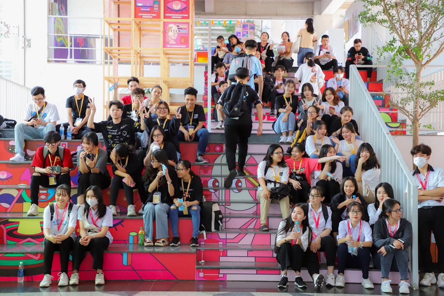 """Đột nhập thư viện """"vừa to, vừa đẹp lại có cả phòng chiếu phim"""" của sinh viên ĐH FPT TP. Hồ Chí Minh - Ảnh 1."""