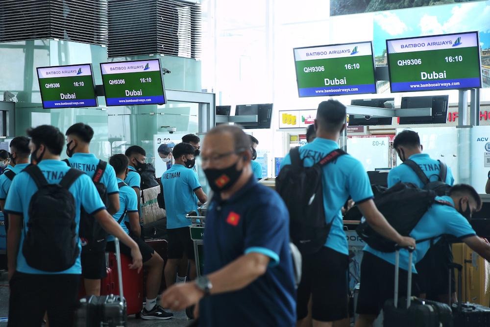 HLV Park Hang-seo cùng các học trò bay thẳng tới UAE trên chuyên cơ Bamboo Airways dự vòng loại World Cup 2022 - Ảnh 1.