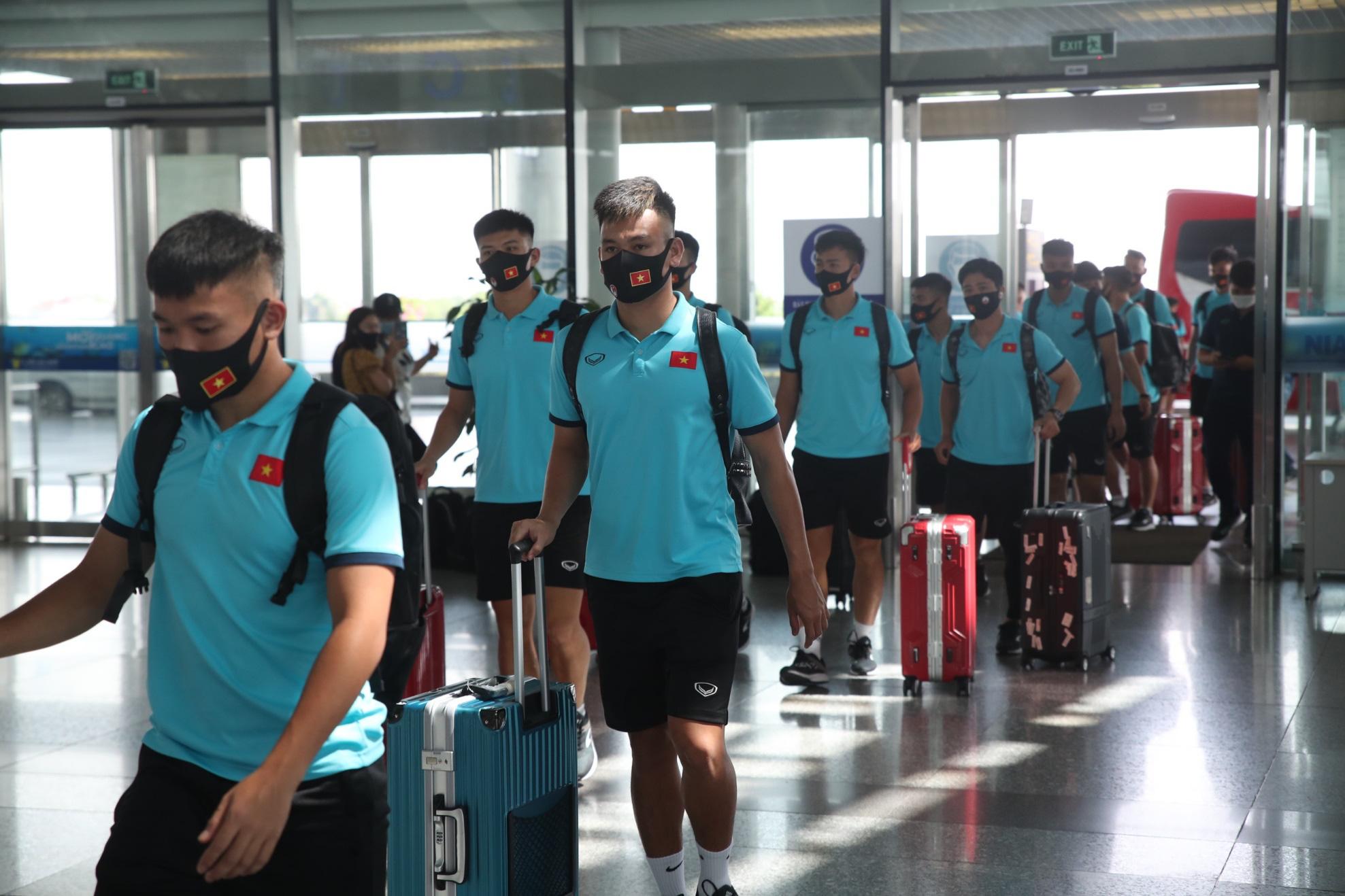 HLV Park Hang-seo cùng các học trò bay thẳng tới UAE trên chuyên cơ Bamboo Airways dự vòng loại World Cup 2022 - Ảnh 2.